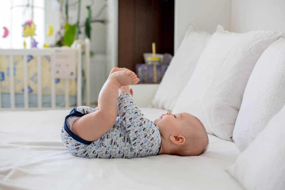 10 activiteiten met baby's; wat kan je met een baby doen / spelen? - Mamaliefde.nl