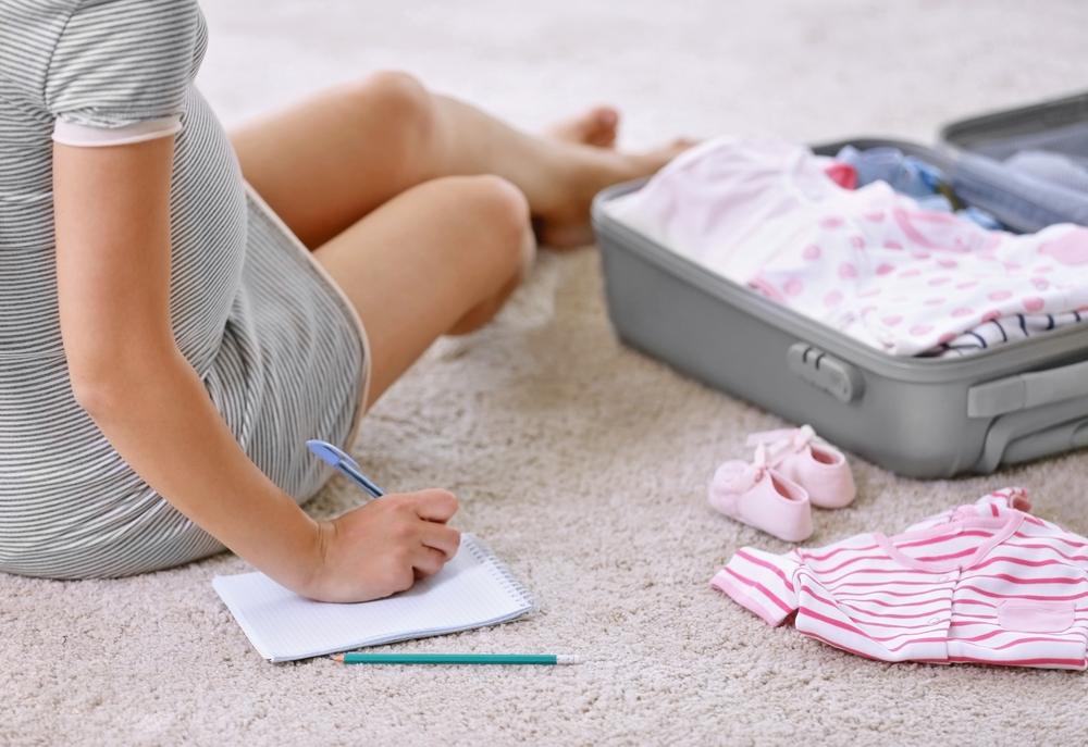 Vluchtkoffer; tips en lijst voor de inhoud voor bevalling van moeder en baby - Mamaliefde.nl