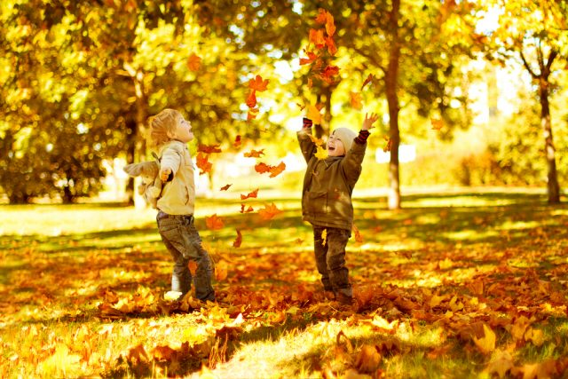 Herfst spelletjes en activiteiten voor buiten spelen - Mamaliefde.nl
