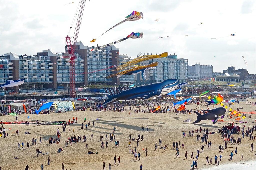 In September vind het jaarlijkse vliegerfestival plaats op Scheveningen. Leuke tip voor een uitstapje naar het strand met je kinderen. - Mamaliefde.nl