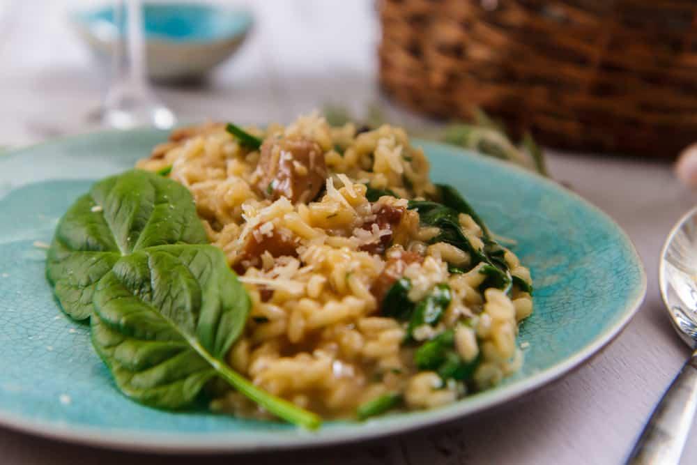 Recept voor vegetarische risotto spinazie & champignon; met tips voor een extra romig karakter heerlijk in het najaar. Eventueel te combineren met kip - Mamaliefde.nl