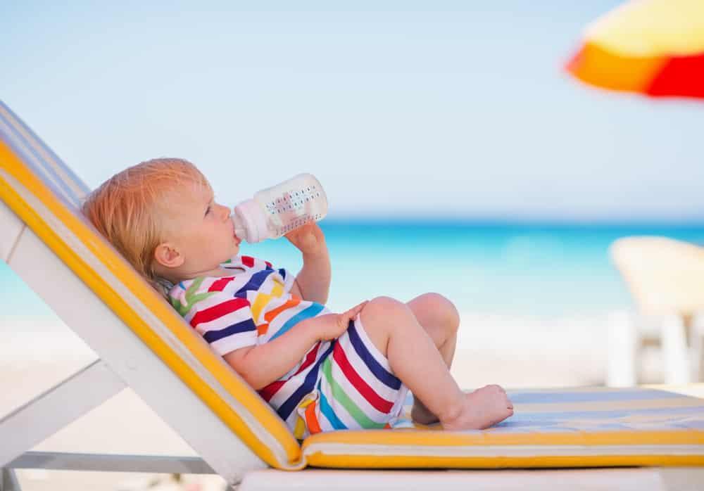 Tips voor je baby en warm weer; waaronder lekker veel drinken en uit de zon houden - Mamaliefde.nl