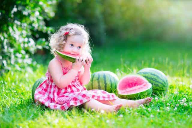 TIps voor je baby bij warm weer; lekker veel fruit - Mamaliefde.nl