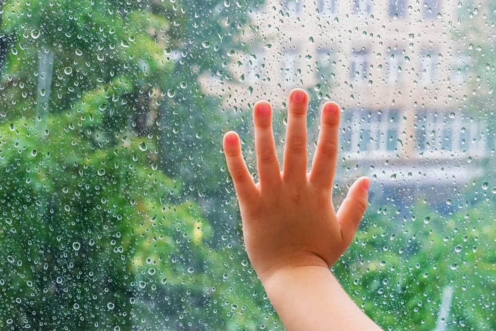 Wat te doen bij regen met kinderen; activiteiten voor op een regenachtige dag bij koud of nat weer - Mamaliefde.nl