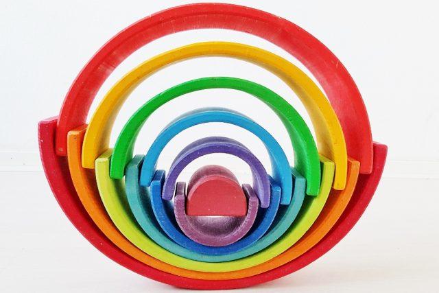Bouwen met cirkels 1 van de meer dan 100 voorbeelden met de Grimm's regenboog #grimmsrainbow - Mamaliefde.nl