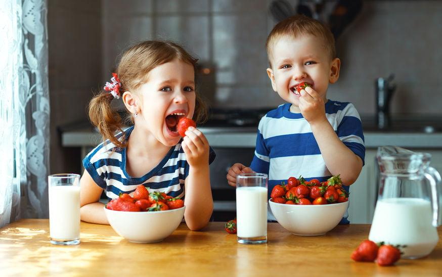Heerlijk zomers; deze fruitige ijsjes en frisse drankjes voor een gezellige fruit party. - Mamaliefde.nl