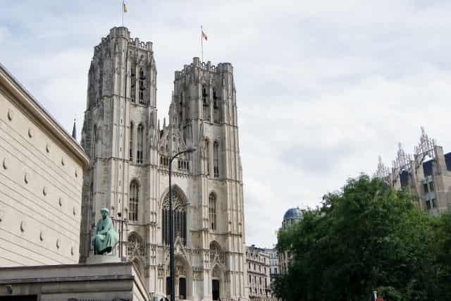 Stedentrip Brussel- Sint Jacob op deantiekmarkt - Kathedraal - Mamaliefde