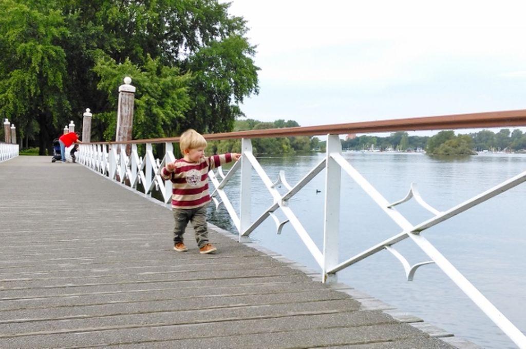 Kralingse Bos; kinderboerderij, speeltuin en Kralingse Plas strand - Mamaliefde.nl