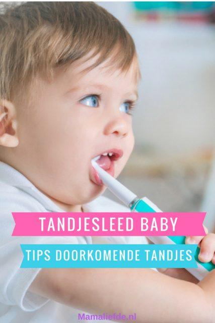 Heeft je baby last van doorkomende tandjes? Er zijn diverse symptomen waar je dat aan kan herkennen. Tips en 'oplossingen' zoals chamodent tandgel - Mamaliefde.nl