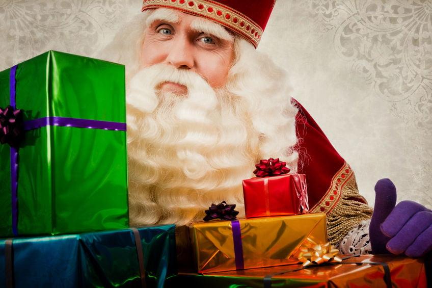 Sinterklaas spel met cadeautjes voor pakjesavond; spelregels dobbelspel voor kinderen en volwassenen. Of toch liever een kado spel kopen? - Mamaliefde.nl