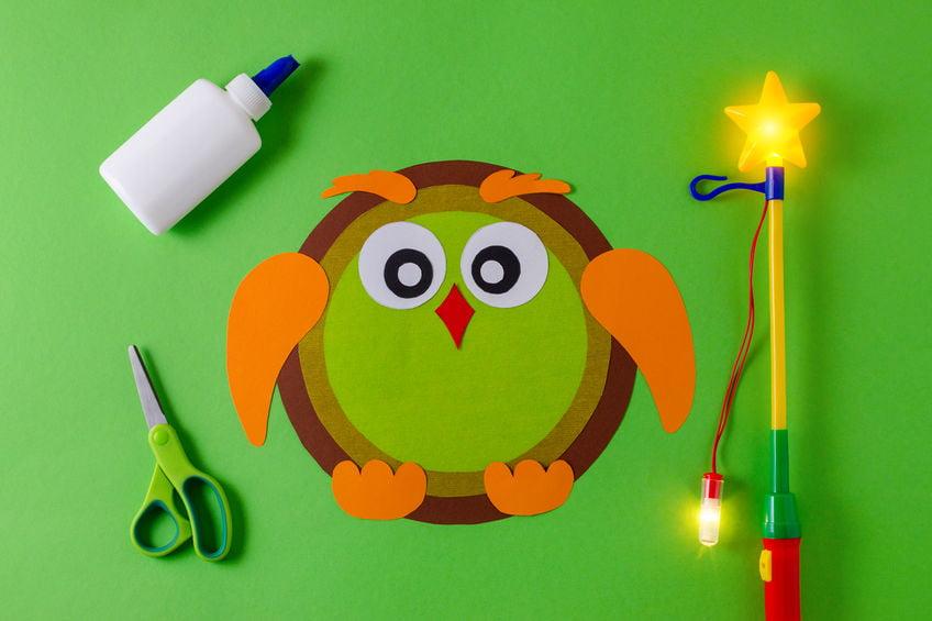 Lampion maken; de leukste ideeën om zelf een makkelijke lampion te knutselenook met peuters en kleuters voor Sint Maarten of Halloween. - Mamaliefde.nl