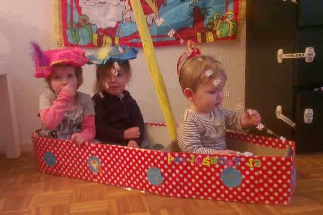 Sinterklaasboot maken; Grote stoomboot knutselen van karton - Mamaliefde.nl