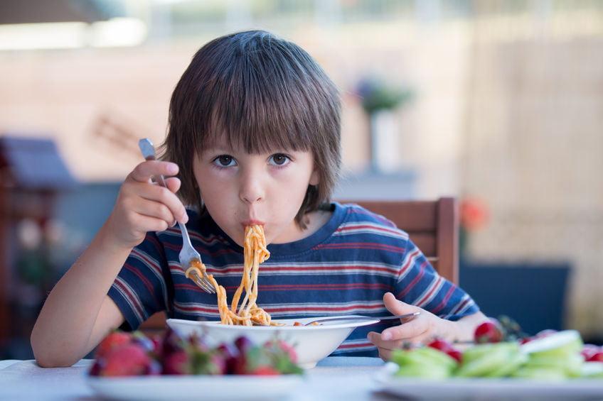 Kindvriendelijke pastasaus met verborgen groenten maken - Mamaliefde.nl