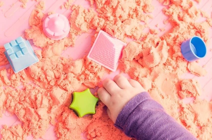Kinetisch zand; vergelijking 10 soorten magisch zand van action tot super zand - Mamaliefde.nl