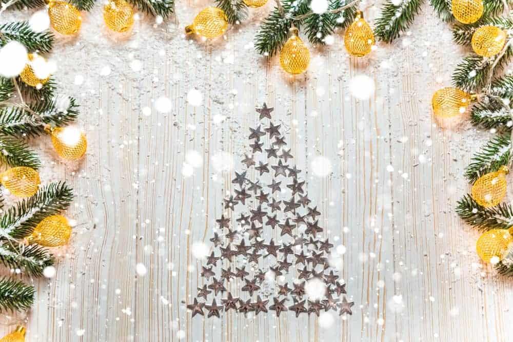 Alternatief voor kerstboom; vervanging voor als je geen kerstboom wil maar iets anders. Om zelf te maken, te kopen of decoratie. Van houten kerstbomen, tot vilten kerstboom, duplo, metaal en op canvas doek. - Mamaliefde.nl