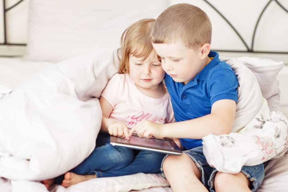 Hoeveel en wat is de gemiddelde schermtijd per dag voor je kind? - Mamaliefde.nl