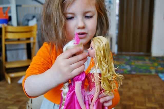 Barbie haren wassen voor en na - Mamaliefde.nl