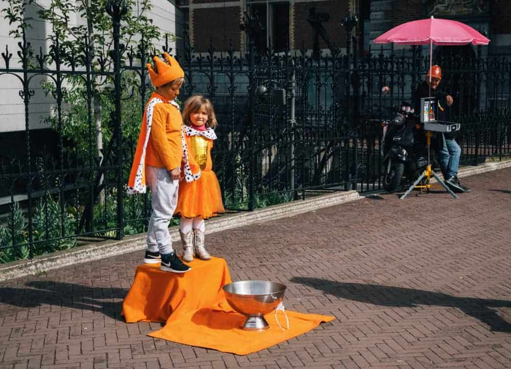 Geld verdienen op Koningsdag; Tips & originele ideeën voor op vrijmarkt & tips wat goed verkoopt - Mamaliefde.nl