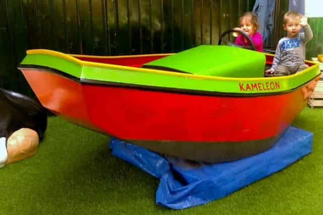 Terherne Kameleondorp Kameleoneiland Met Boot Met Kinderen