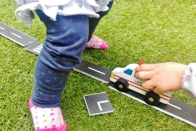 DIY Autobaan wegdelen met road masking tape - Mamaliefde.nl