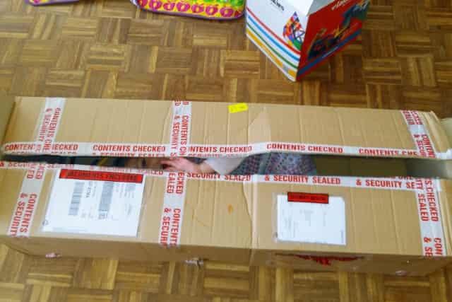 Spelen met een kartonnen doos - Mamaliefde.nl