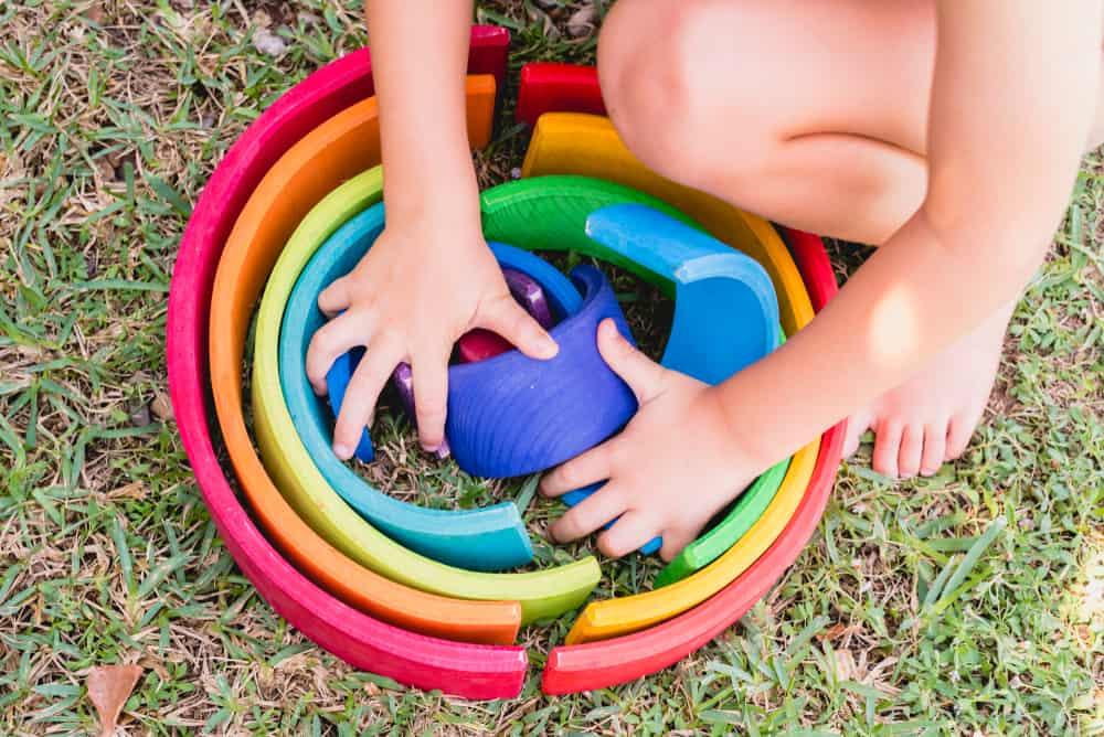 Kleuren leren spelletjes; vanaf welke leeftijd herkennen en oefenen voor peuters - Mamaliefde.nl
