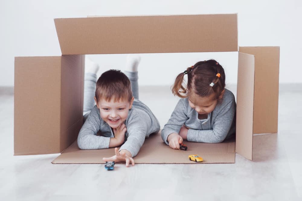 Knutselen en spelen met kartonnen doos; wat kan je ermee doen of van maken? - Mamaliefde.nl