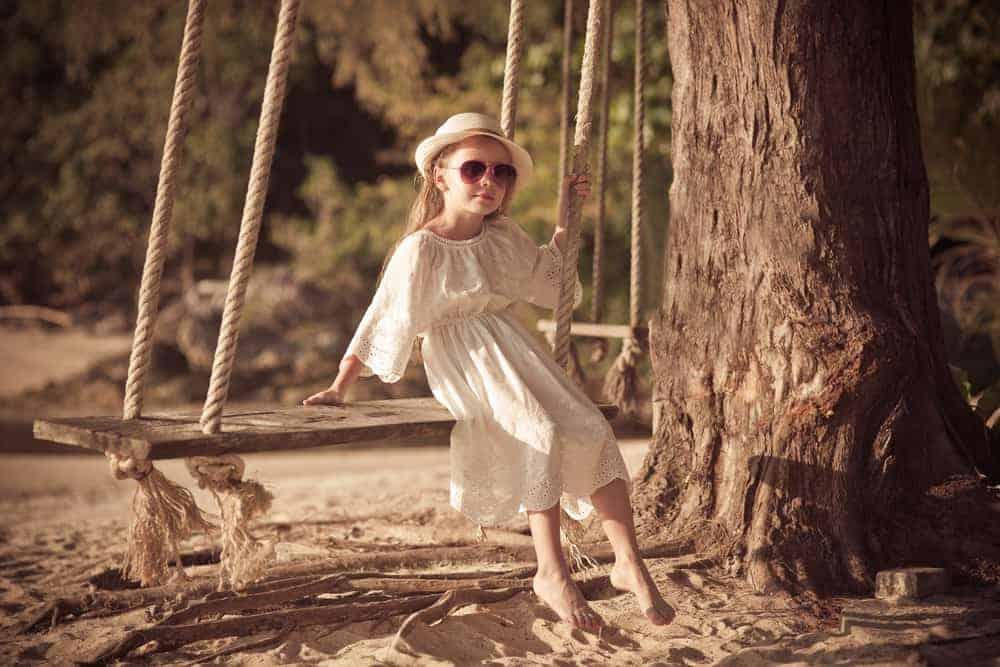 Buitenspeelgoed kinderen; ook voor baby, peuter en kleuter. Van buiten speeltoestel met glijbaan tot houten buitenspeelgoed of speelhuisje. Ook geschikt voor spelen met zand of water. - Mamaliefde.nl