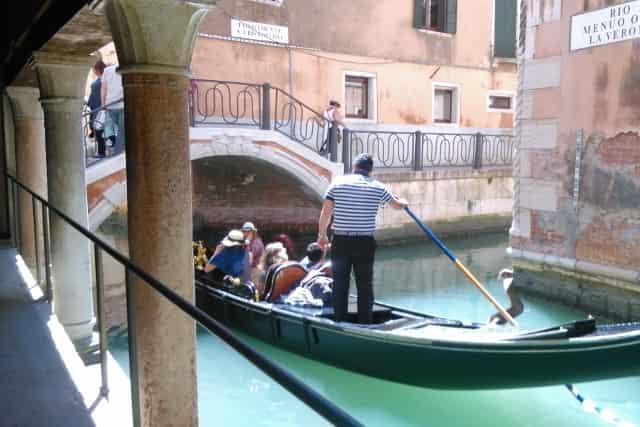 De 12 leukste bezienswaardigheden / activiteiten / uitstapjes in Venetië: Gondelvaart - Mamaliefde.nl