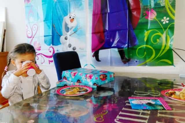 Frozen decoratie sweet table themafeestje - Mamaliefde.nl