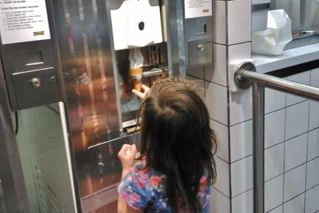 Gratis eten met kinderen bij de Ikea op vertoon van de Family card - Mamaliefde.nl