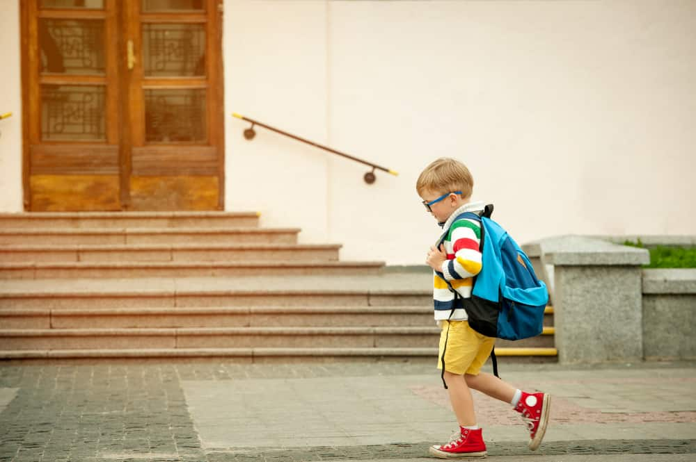 Eerste schooldag; tips om je peuter / kleuter voor te bereiden op eerste keer groep 1 van de basisschool. Van voorbereiden tot wat meenemen. - Mamaliefde.nl