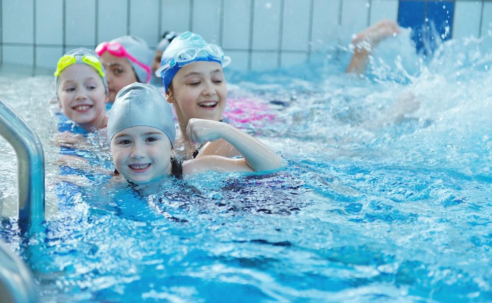 Schoolzwemmen met Swim2Play - Mamaliefde.nl