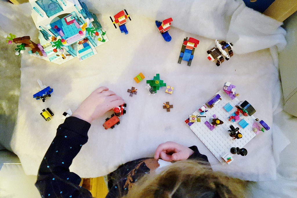 Kerstdorp maken, knutselen of bouwen met lego voorbeelden en ideeën - Mamaliefde.nl