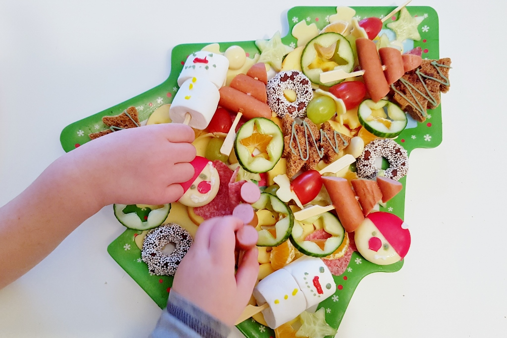 Dutch bento monkey platter eetbare kerstboom met hapjes - Mamaliefde.nl