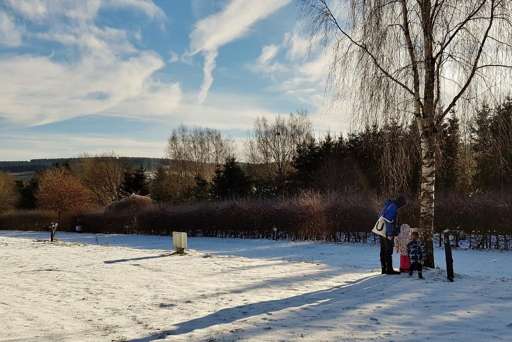 Winterkamperen met kinderen met een camper in de sneeuw in de Ardennen - Mamaliefde.nl - Mamaliefde.nl