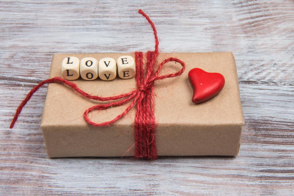 777c02c87bc Valentijn cadeautjes; de leukste tips om te geven of maken met ...