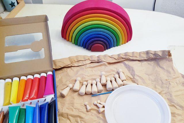 DIY Waldorf peg dolls grimm's regenboogvriendjes zelf maken verven - Mamaliefde.nl