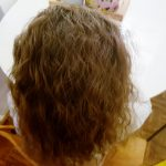 Krullen in je haar zonder krulspelden of watergolf - Mamaliefde.nl