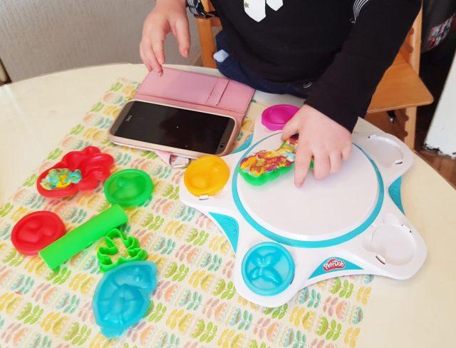 Play-doh touch; app & kleien - Mamaliefde.nl