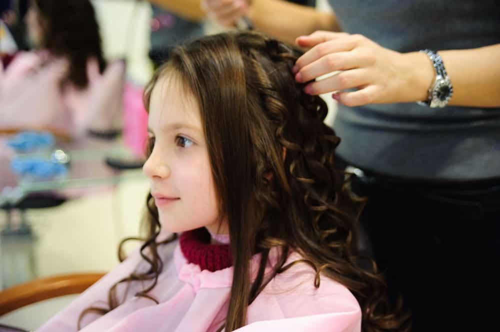 Handige hack voor krullen in het haar van je kind (die een paar dagen blijven zitten) - Mamaliefde.nl