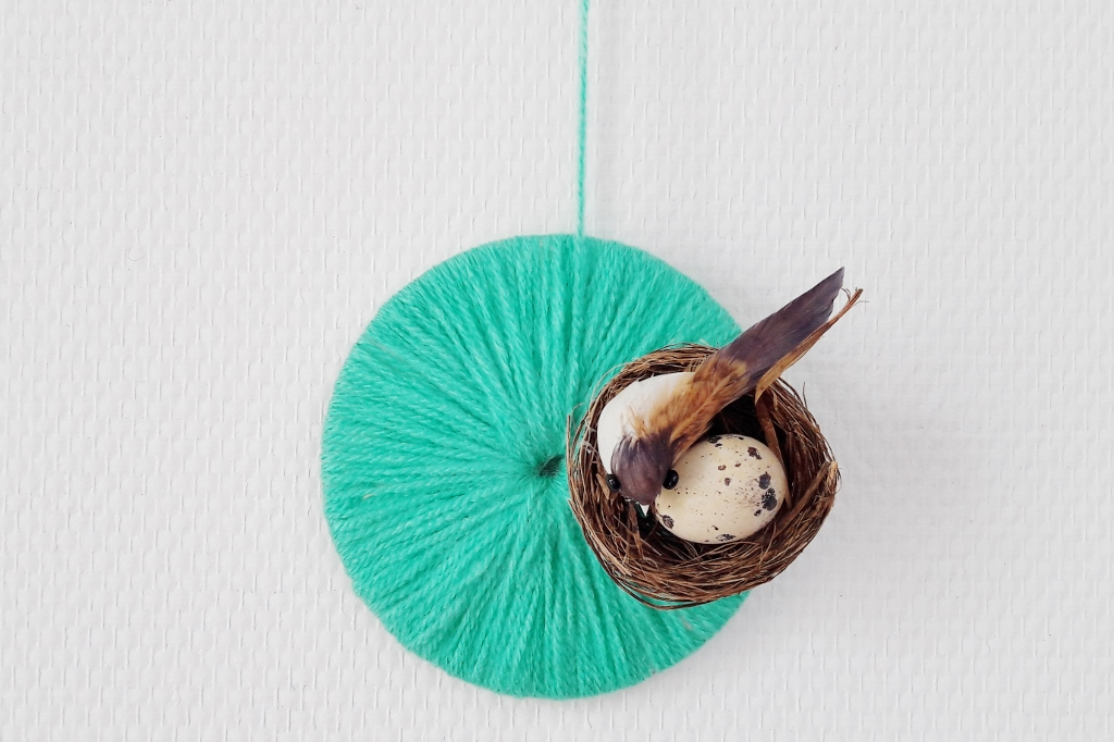 Diy slingers decoratie knutselen voor pasen for Decoratie knutselen