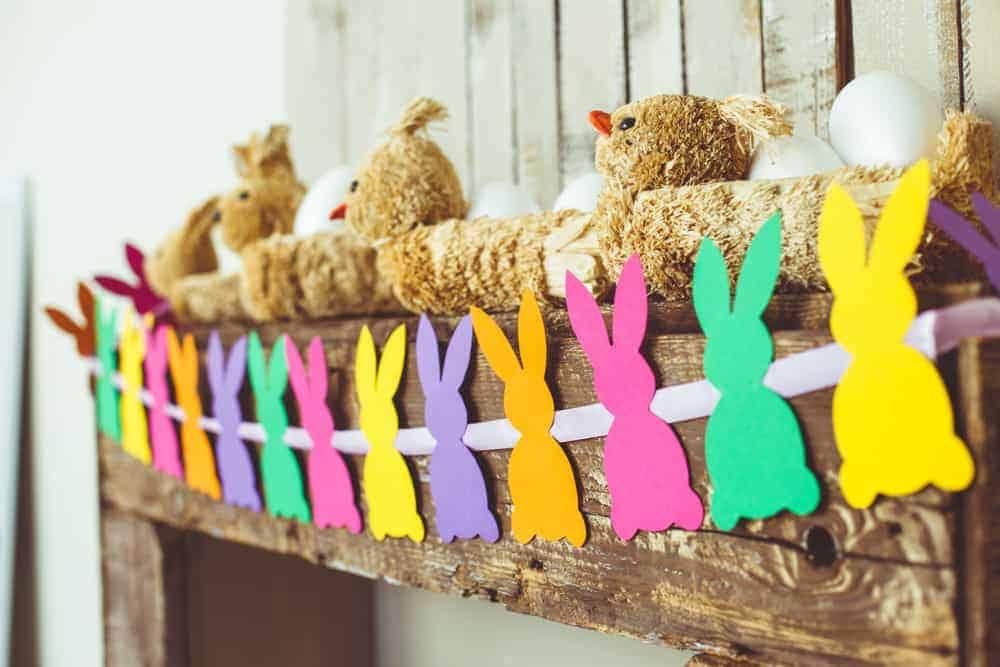 Paasslinger maken en versiering knutselen voor Pasen. 10 vrolijke slingers met eieren en haasjes, van papier tot gehaakt of vilt inclusief patroon - Mamaliefde.nl