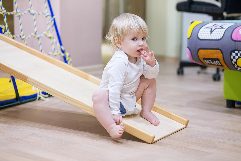 Hindernisbaan & klimspeelgoed voor binnen en buiten zoals stapstenen, tot bruggen, wipwap, balanceer en meer. - mamaliefde.nl