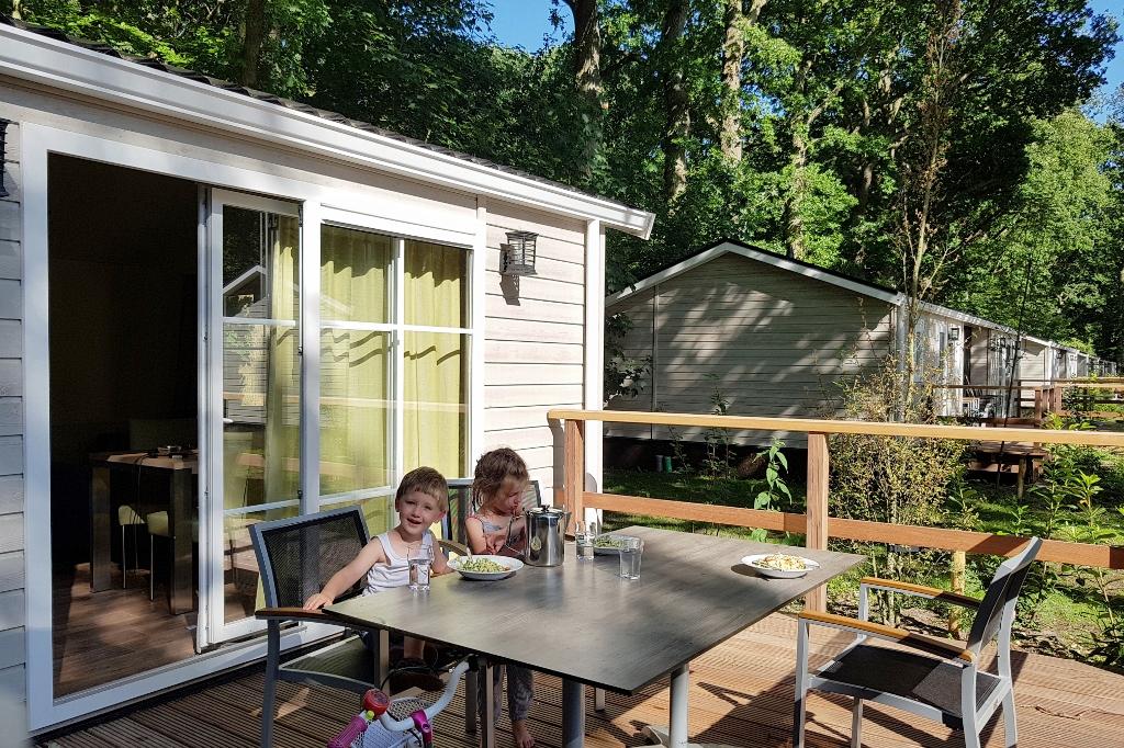 Camping Duinrell; overnachten of kamperen in een bungalow (comfort duingalow) bij het attractiepark in Wassenaar Den Haag. - Mamaliefde.nl