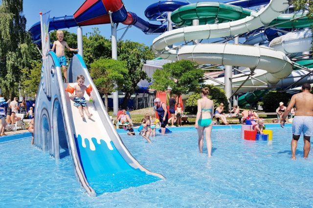 Tikibad Duinrell Zwemmen In Subtropisch Zwembad Met Wildwaterbaan