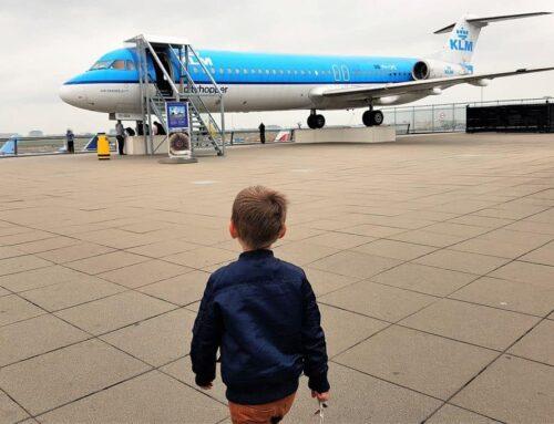 Schiphol met kinderen; van dagje vliegtuigen kijken tot wat is er te doen bij vertrek