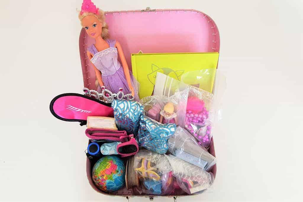 DIY: Vakantiespeel- & reiskoffertje met speelgoed voor kinderen - Mamaliefde.nl