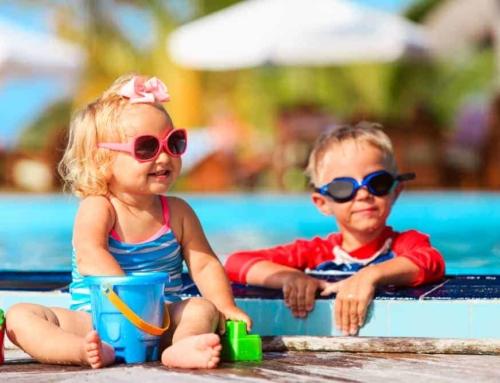 Subtropisch zwembad Nederland; lijst leuke zwemparadijzen, grote zwembaden en waterparken met kinderen per provincie.