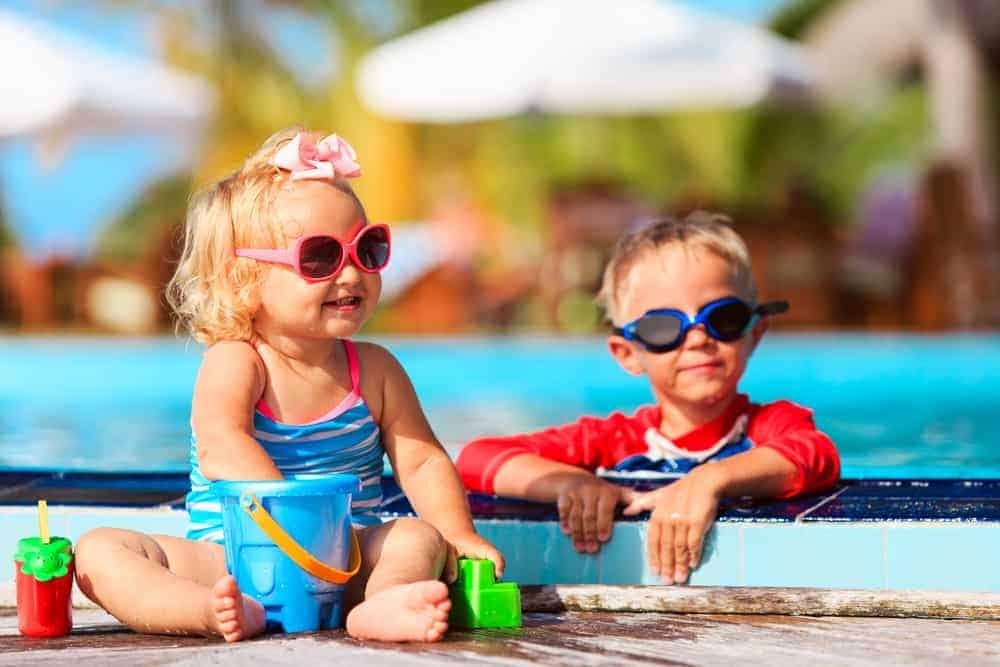 Subtropisch zwembad & zwemparadijs Nederland; grote en overdekte binnen zwembaden. Met recreatief zwemmen, glijbanen, golfslagbad en wildwaterbaan voor kinderen. - Mamaliefde.nl